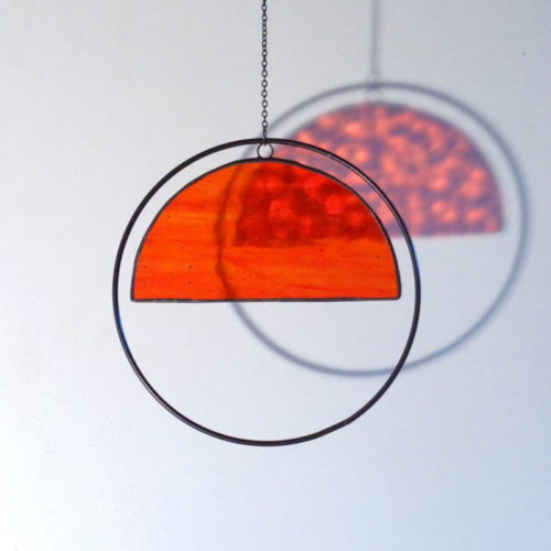 Attrape-soleil demi-cercle, en verre orange